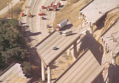 Interstate_5_damage_caused_by_the_Northridge_earthquake