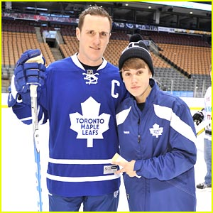 justin-bieber-maple-leafs