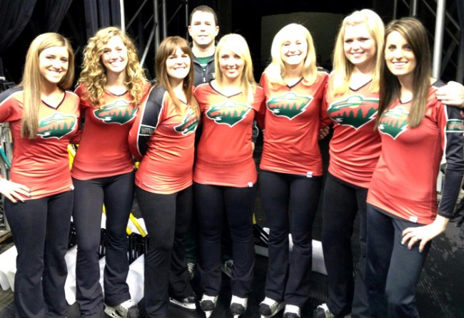 19-minnesota-wild-ice-crew-nhl-ice-girls-and-cheerleaders-2013