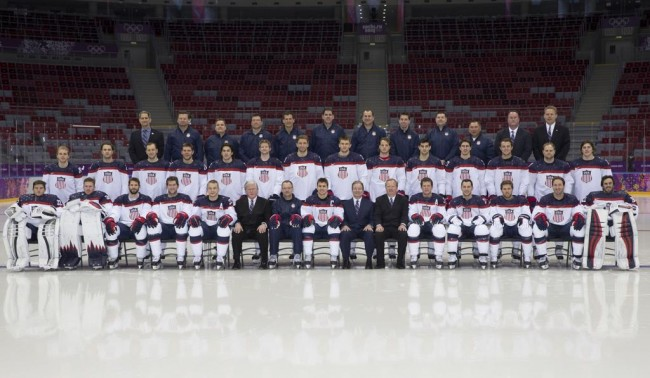 Men's Hockey USA - Team photo and practice