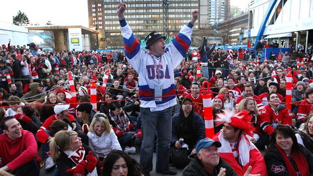 Fans+Watch+USA+v+Canada+Men+Hockey+Game+RZm2M67yC5Jl