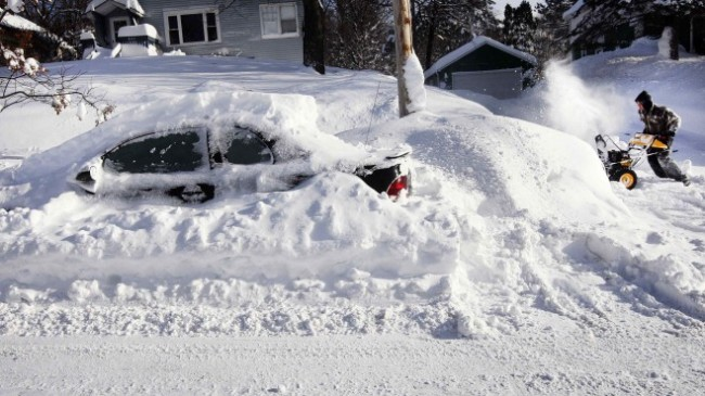 us-winter-weather-man-with-snowblower-in-duluth-minnesota.jpg@protect,0,0,1000,1000@crop,658,370,c