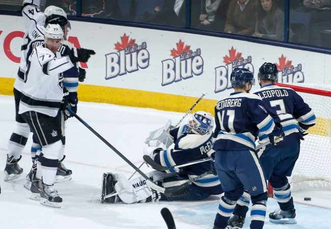 LA Kings Jeff Carter takes down Blue Jackets