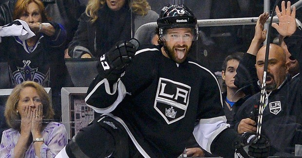 Justin Williams signs with Capitals